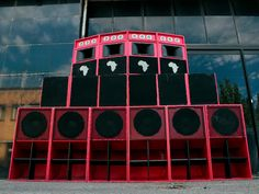 Brutality Sound System nace a finales de 2016 en Bilbo, con Xabier (de 17 años, productor, operador y selector ) y Laurentzi (de 19 años, operador y selector) como integrantes del colectivo. El proyecto tardó año y medio en ver la luz en forma de Sound System, ya que tuvieron que aprender desde cero los conceptos básicos de audio y funcionamiento de este tipo de equipos de sonido.  Reggae Sound System - Bilbao, País Vasco. Pa Speakers, Graffiti Lettering, Bilbao, Reggae, Culture, Urban, Sleep, Shape, Discos