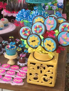 Pool Party! Muita cor, inspiração, doces personalizados e alegria! Flamingo Party, Poll Party, Bolos Pool Party, Malu, Princesas Disney, Birthday Candles, Party Time, Fondant, Birthday Parties