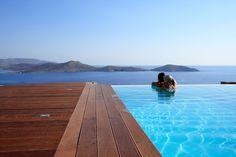 Black Pearl, Luxury Villa in Elounda with Infinity Pool. Beautifull Villa Near Agios Nikolaos, with Panoramic Sea Views and Jacuzzi.