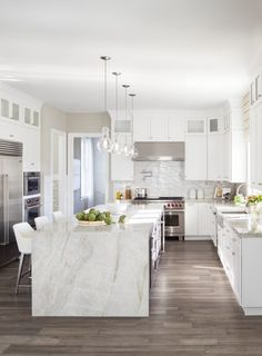 Get inspired to upgrade your kitchen to a gourmet experience. View images of luxurious kitchen designs & indulge in the breathtaking ideas for your dream home. Home Decor Kitchen, New Kitchen, Awesome Kitchen, Kitchen Hacks, Luxury Kitchens, Home Kitchens, Tuscan Kitchens, Franklin Lakes, Toll Brothers