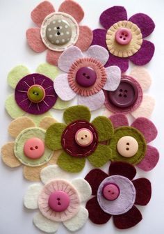 felt fabric crafts Selbstgenaehtes d - fabriccrafts Fabric Crafts, Sewing Crafts, Paper Crafts, Canvas Crafts, Diy Paper, Button Art, Button Crafts, Felt Flowers, Fabric Flowers