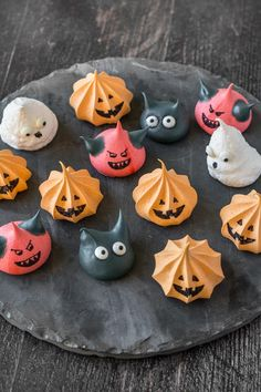Our favorite Halloween snack from last year 😍 Recipe at Halloween Desserts, Halloween Cupcakes, Comida De Halloween Ideas, Pasteles Halloween, Bolo Halloween, Easy Halloween Snacks, Theme Halloween, Halloween Food For Party, Holidays Halloween