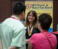Beci Mahnken of Mouse Fan Travel speaking to Guests