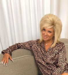 The hair the nails the print the fake tan her career.the Long Island Medium is primed for this sub. Real Long Nails, Long French Nails, Big Blonde Hair, Platinum Blonde Hair, Teased Hair, Bouffant Hair, Long Island Medium, Long Fingernails, 60s Hair