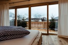Baumhaus   Träumen   Urlaub   Berge Flora, Windows, Patio, Large Bedroom, Starry Night Sky, Living Area, Plants, Ramen, Window