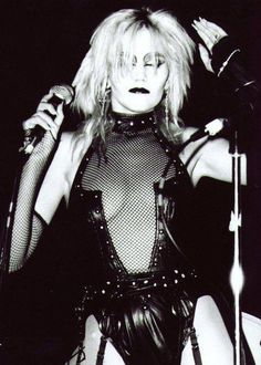 she never had a change Subcultura Punk, 70s Punk, Goth Aesthetic, Aesthetic Clothes, Dark Fashion, Gothic Fashion, 80s Goth, Goth Subculture, Riot Grrrl