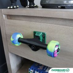 nice 20 Fun and Creative Skateboard Upcycling Ideas by www.best-home-dec. Skateboard Bedroom, Skateboard Decor, Skateboard Furniture, Skateboard Wheels, Skateboard Shelves, Cool Teen Bedrooms, Teen Bedroom Designs, Kids Bedroom, Boy Bedrooms