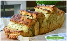 Luftige un… Gluten-free herbs – pluck bread! The perfect side dish to grilled! Airy and spicy slices of bread with herb butter refined! www. Gf Recipes, Dairy Free Recipes, Healthy Recipes, Bread Recipes, Foods With Gluten, Sans Gluten, How To Eat Paleo, Healthy Foods To Eat, Gluten Free Baking