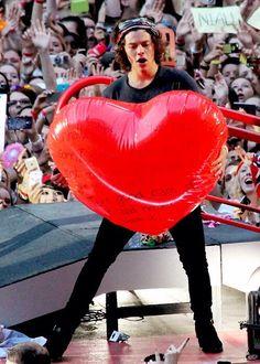 Hazza holding a heart... Lol