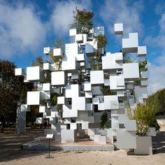 Mais um projeto incrível de Sou Fujimoto.  A instalação Many Small Cubes consagra sua arte nas ruas de Paris: http://bit.ly/manysmallcubes