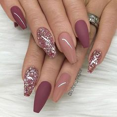 nails pink and gold - nails pink . nails pink and white . nails pink and black . nails pink and blue . nails pink and gold Mauve Nails, Burgundy Nails, Rose Gold Glitter Nails, Sparkle Nails, Burgundy Nail Designs, Dark Pink Nails, Coffin Nails Glitter, Glitter Manicure, Matte Gel Nails