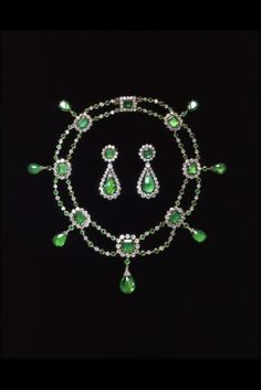 1806 necklace and earrings from the Victoria and Albert museum