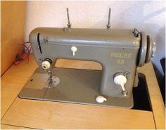 PFAFF 63  Nähmaschine in Schrank mit Rollen & viel Zubehör Sewing Machine