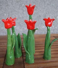 Keramické tulipánky vysoké / Zboží prodejce Kate Motl | Fler.cz Ceramics Projects, Clay Projects, Clay Crafts, Salt Dough Crafts, 2nd Grade Art, Bazaar Crafts, Bazaar Ideas, Clay Flowers, Air Dry Clay
