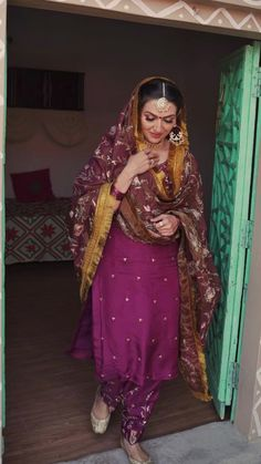Indian Bride Dresses, Pakistani Dresses Casual, Indian Fashion Dresses, Indian Outfits, Beautiful Dress Designs, Beautiful Suit, Stylish Dress Designs, Punjabi Suits Designer Boutique, Indian Designer Suits