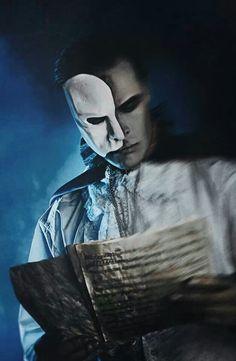 Marlon Brando IS the phantom of the opera! Just kidding, I think this is quite beautiful. <3