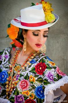 Ballet Folklorico LEYENDA  www.ballet-folklorico-leyenda.com DANCES FROM YUCATAN, Mexico. Ballet folklorico can be festive. Orchestras from this region play all evening and everyone dances still to the traditional songs.