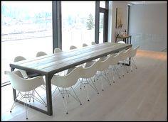 stort bord med kraftig stål understell