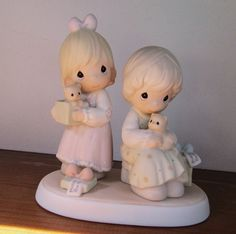 Precious Moments To a Very Special Sister, 1993, Vintage Figurine, 2 Sisters Holding Kittens, Gift for Sister, 528633