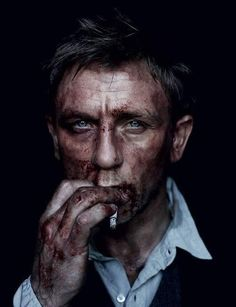 Daniel Craig by Annie Leibovitz? Famous Portrait Photographers, Famous Portraits, Male Portraits, Daniel Craig, Little Earthquakes, Annie Leibovitz Photography, Photographie Portrait Inspiration, Face Reference, Foto Art