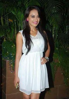 surbhi at christmas party Anushka Sharma, Priyanka Chopra, Indian Tv Actress, Indian Actresses, Fashion Beauty, Fashion Looks, Tv Actors, Cute Faces, Qubool Hai