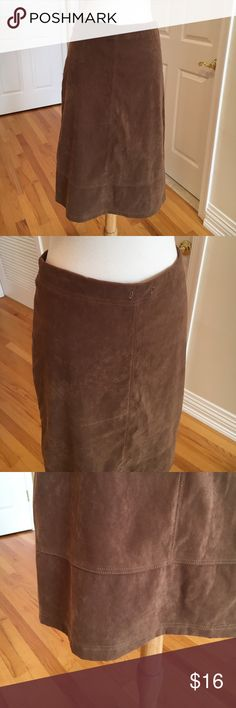 Suede midi skirt ❤️Faux suede in excellent condition. Zipper back. Very soft Skirts Midi
