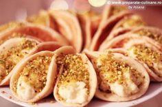 Atayef bil ashta (lebanese pancakes with milk cream and pistachio) Arabic Food, Pistachio, My Recipes, Pancakes, Garlic, Milk, Cream, Vegetables, Recipes