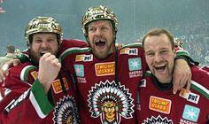 Frölunda blev svenska mästare i ishockey sent på  måndagskvällen. Frölunda vann med 4-0 i matcher mot Färjestad efter att ha vunnit den avgörande matchen ...