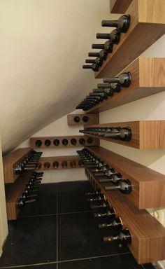 Mooie wijnrekken van Amerikaans notenhout.