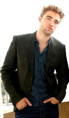 PattinsonWorld edit : Nov. 2012 ~ BD2 LA Press Conference Portraits
