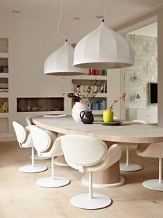 Furniture Buying Secrets How To Shop And Care For Your Furnishings? Round Dining Table, Dining Room Design, Dining Rooms, Interiores Design, Interior Inspiration, Modern Furniture, Interior Decorating, Decorating Ideas, Sweet Home