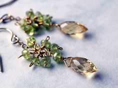Refreshing citrus color: gemstone earrings with citirne and peridot. www.sommerlicht.ch