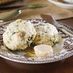 sausage and kale scones. plus a link to a nutmeg butter recipe to use on the scones Tea Recipes, Breakfast Recipes, Scone Recipes, Party Recipes, Savory Scones, Afternoon Tea Parties, Morning Food, High Tea