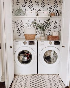 Chic laundry room with some greenery wallpaper Laundry Room Remodel, Laundry Closet, Small Laundry, Laundry Area, Laundry Room Organization, Laundry Room Design, Laundy Room, Laundry Room Inspiration, Diy Décoration