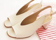 Hobbs White sandals | www.bumpkinbetty.com | #fashion #shoes # sandals