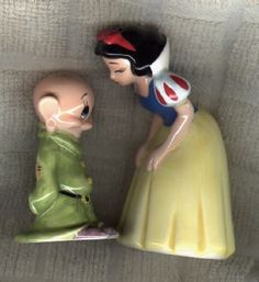 Vintage Salt & Pepper- Snow White and Dopey Salt N Pepa, Shake Shake, Disney Collectibles, Vintage Kitchenware, Salt And Pepper Set, Ceramic Clay, Sweet Memories, Salt Pepper Shakers, Vintage Disney