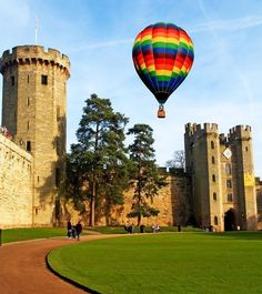 Warwick Castle is a medieval castle developed from an original built by William the Conqueror in Warwick is the county town of Warwickshire, England Famous Landmarks, Famous Places, Beautiful Castles, Beautiful Places, Warwick Castle, Medieval Castle, English Countryside, Best Vacations, Architecture