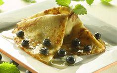 Pandekager med blåbær Pandekager til dessert går aldrig af mode. Disse kan laves dagen i forvejen. Prøv dem også med flødeskum til.