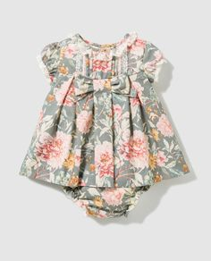 Luke-warm, confident, special little one vests. Baby Girl Fashion, Toddler Fashion, Toddler Outfits, Kids Outfits, Kids Fashion, Baby Frocks Designs, Little Girl Dresses, Girls Dresses, Kids Frocks