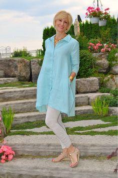 3 Stylish Tops to Wear With Leggings This Summer Fashion For Women Over 40, 50 Fashion, Women's Fashion Dresses, Plus Size Fashion, Fashion Styles, Fashion Ideas, Fall Fashion, Fashion Trends, Fashion Online