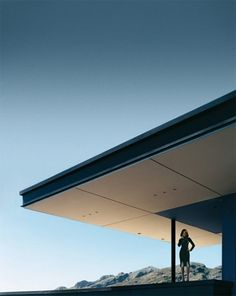 :: ARCHITECTURE :: who said architecture can't be sexy? Love the overhang on this building! #architecture