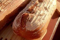 Domácí žitný kváskový chléb.