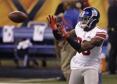 New York Giants wide receiver Hakeem Nicks catches the ball during the second half of the NFL Super Bowl XLVI football game against the New England Patriots Sunday, Feb. 5, 2012, in Indianapolis. The Giants won the game 21-17. (AP Photo/Pat Semansky)