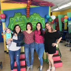 Loca Por Ser Mama shares her experience in our Kendall salon with her blogger friends from the South Florida Blogger Union.