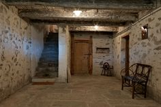 Hinter den Tueren reifen Wein und Prodotti di Capra Switzerland, Spaces, Home Decor, Restore, Wine, Decoration Home, Room Decor, Interior Decorating