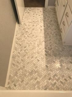 Create an economical choice for style and function using MS International Arabescato Carrara Herringbone Pattern Honed Marble Mesh-Mounted Mosaic Tile. Honed Marble, Carrara, Painting Ceramic Tiles, Mosaic Tiles, Linoleum Flooring, Bathroom Flooring, Frieze Carpet, Bathroom Red, Man Of The House