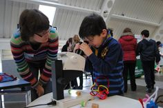 science busking with microscopes (Dundee Science Centre)