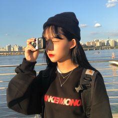 Korean Couple Photoshoot, Girls With Cameras, Girl Korea, Ulzzang Korean Girl, Kawaii Girl, Aesthetic Photo, Japanese Girl, Girl Pictures, Cute Girls