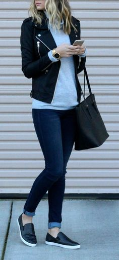 Awesome 99 Classy and Casual Women Winter Leather Jacket Outfits Ideas. More at https://aksahinjewelry.com/2017/10/10/99-classy-casual-women-winter-leather-jacket-outfits-ideas/