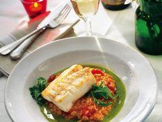 Fisk med tomatrisotto och basilikabuljong Receptbild - Allt om Mat